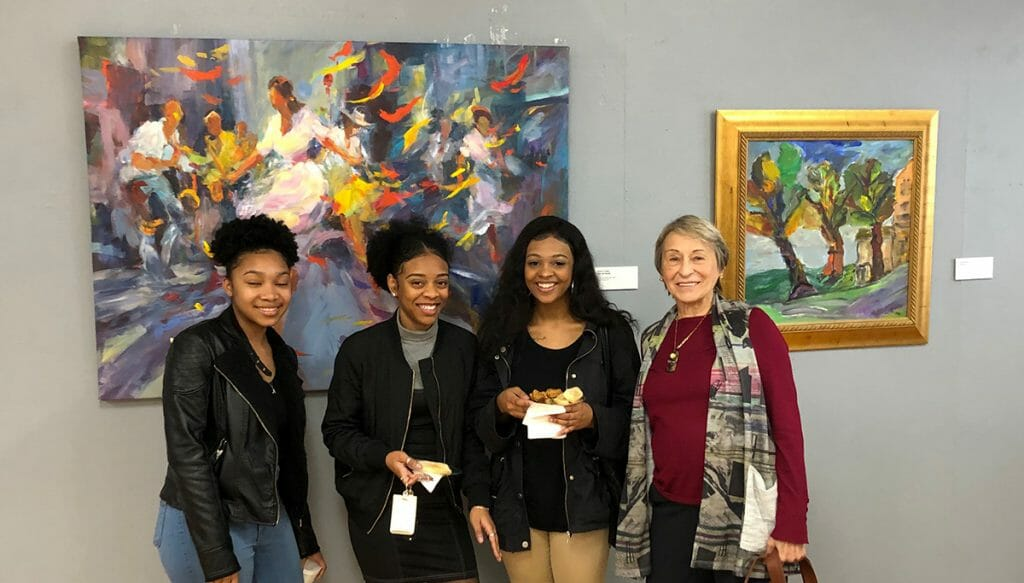 Gloria Coker meeting with Hampton Univeristy students during show